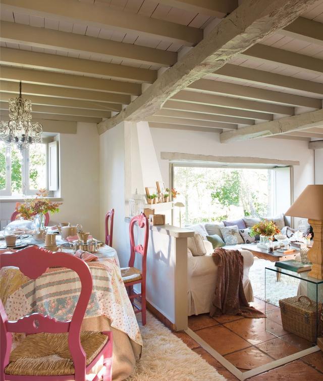 Étkező és nappali romantikus stílus