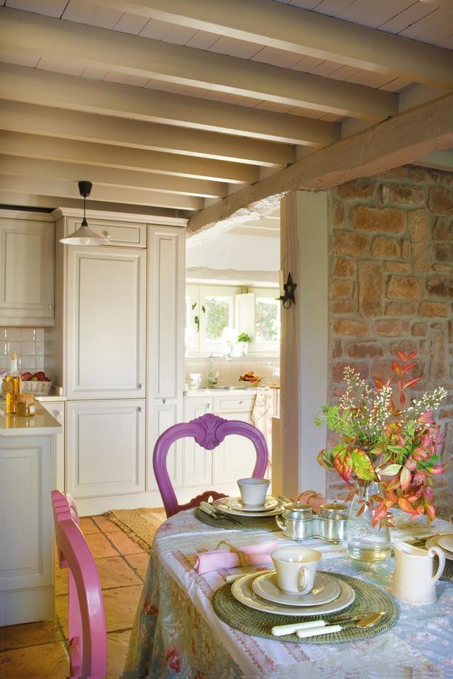 Rózsaszín étkezőszék