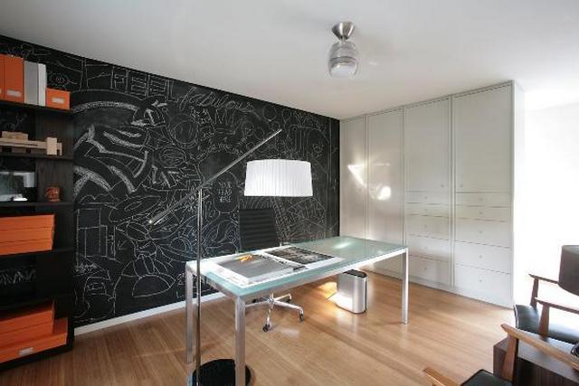 Táblafestékkel festett fal