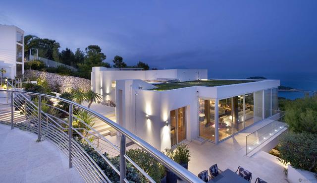 Tengerparti villa modern francia ház