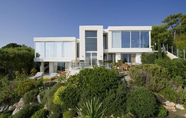 Minimalista fehér ház francia riviéra