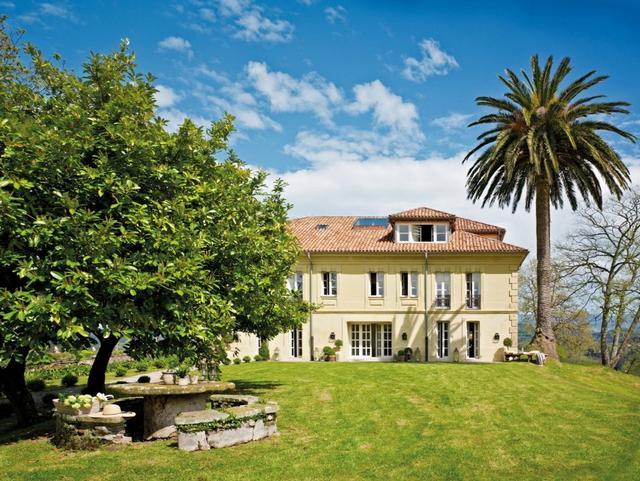 Spanyol felújított többszintes ház