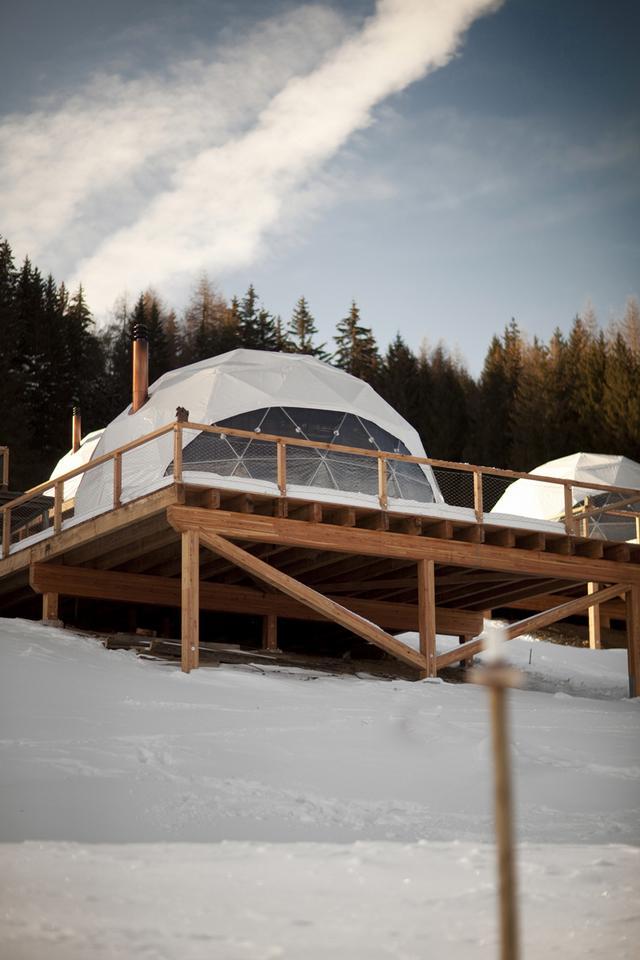 Whitepod ökohotel alpesi ház
