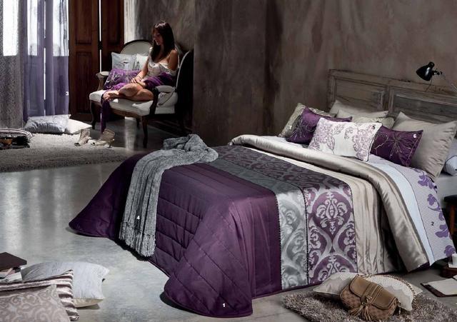 Lila és szürke ágytakaró