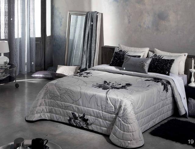Fekete és fehér ágytakaró