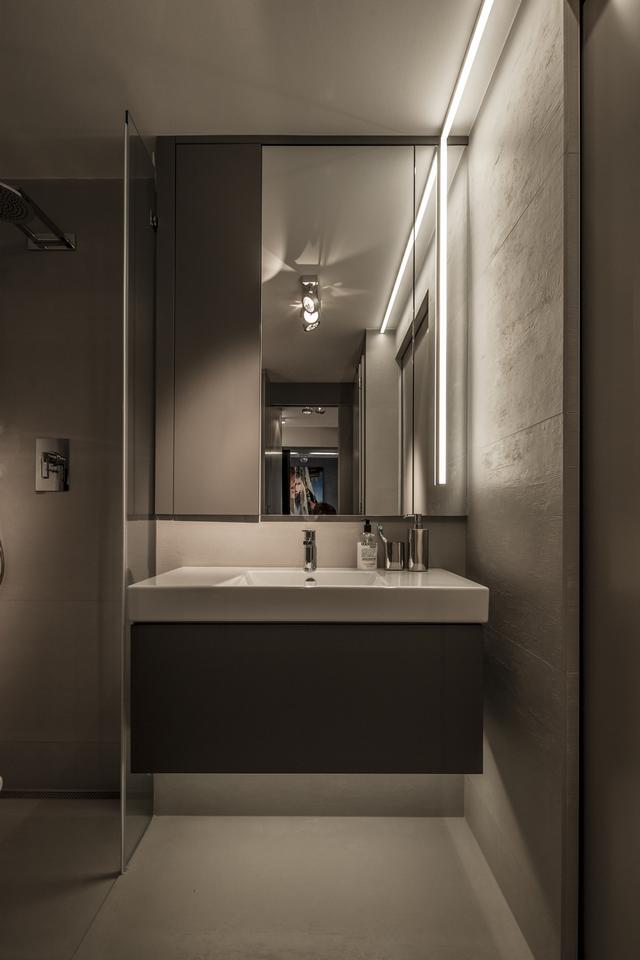 Modern fürdőszoba tükörrel