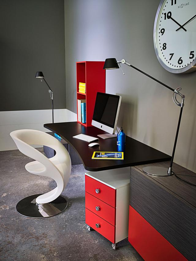 Íróasztal design székkel