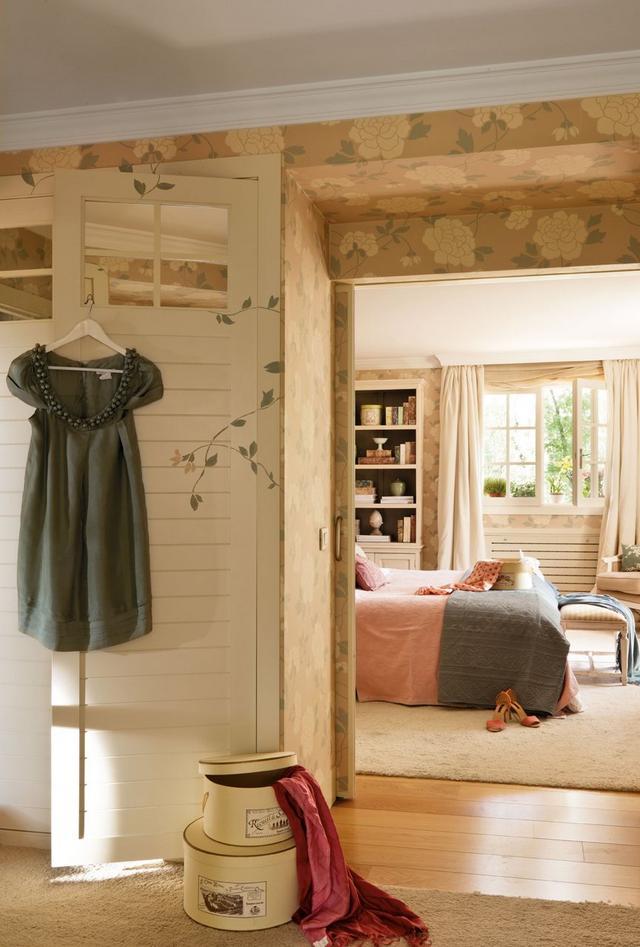 Festett ajtó és bútor