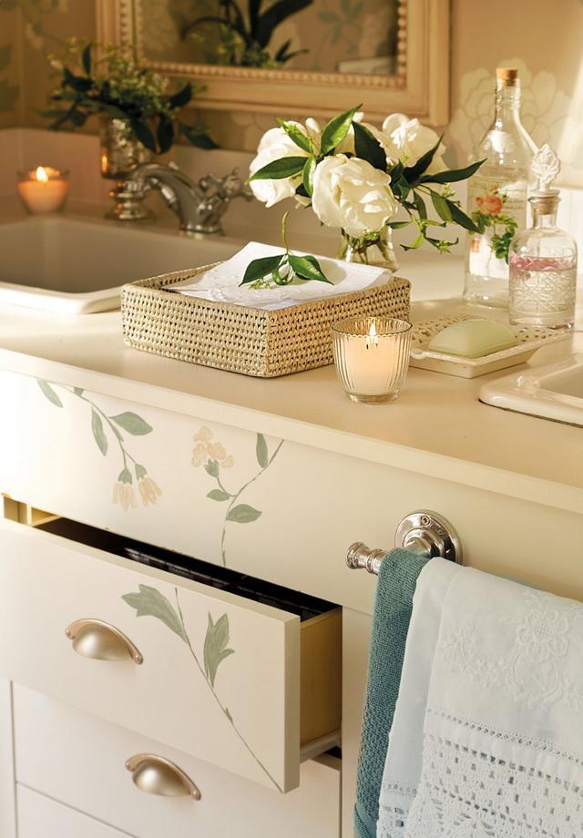 Kézzel festett fürdőszoba bútor