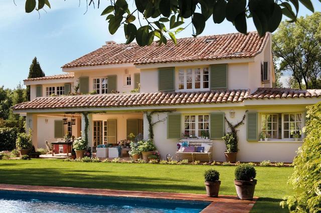 Mediterrán ház és tetőcserép
