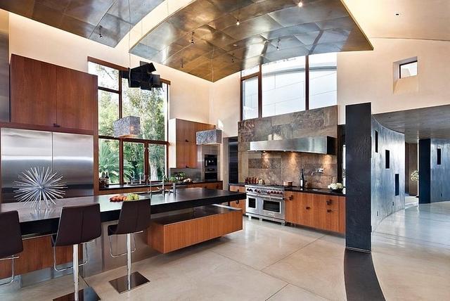 Tágas modern konyhabútor, és bárpult