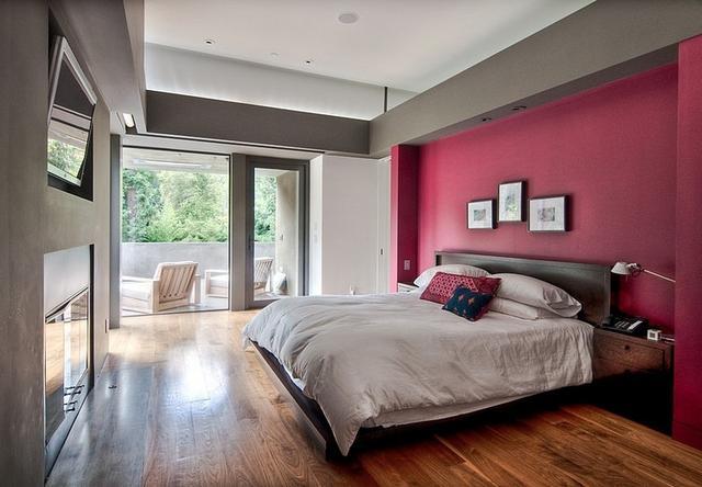 Modern hálószoba bordó, piros fallal