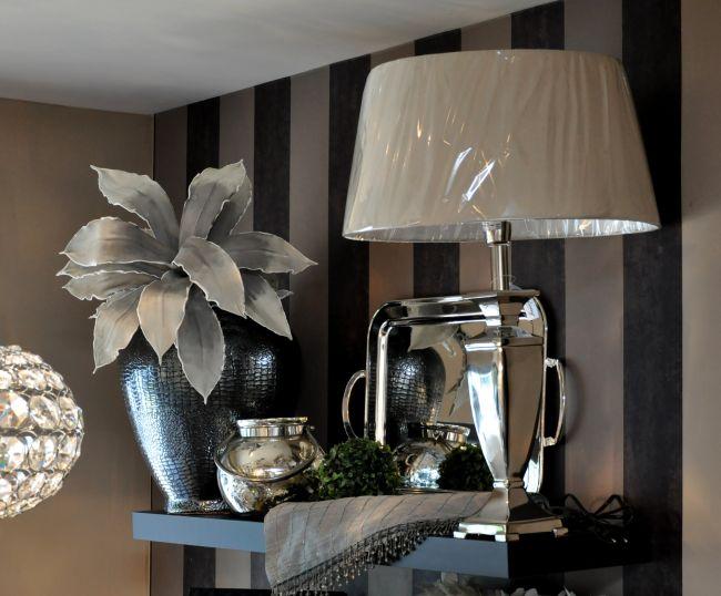 Elegáns lámpa és lakberendezési kiegészítők