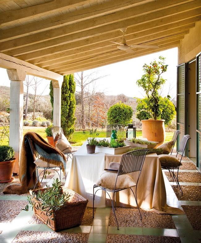 Rusztikus mediterrám terasz kerti bútorokkal