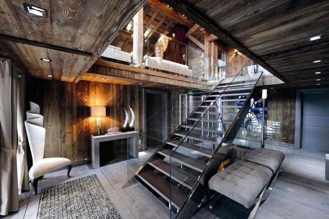 Szállodai bejárat acél és üveg lépcső