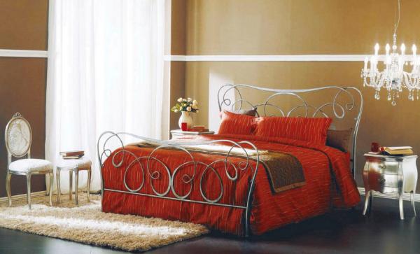 Elegáns kovácsoltvas ágy fejvéggel