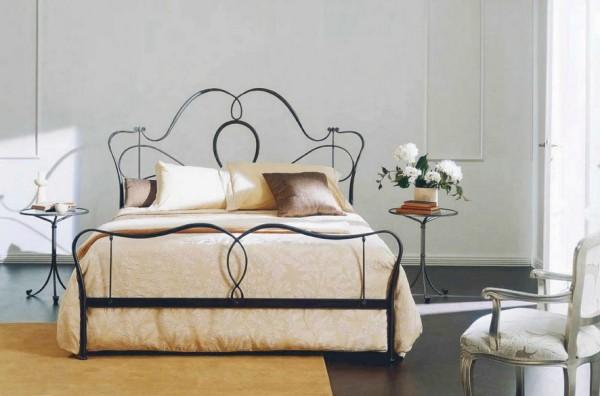Nőies kovácsoltvas ágy
