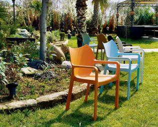Könnyű színes műanyag szék tippek teraszra és kertbe