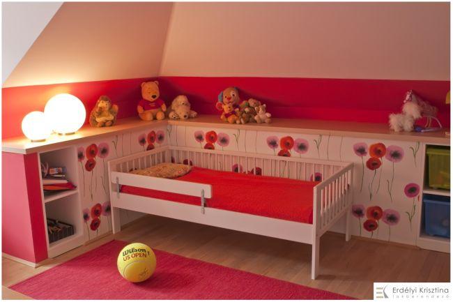 Gyerekszobai ágy és dekoráció