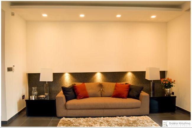 Kanapé dekoratív világítással