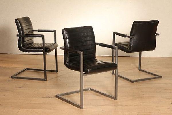 Szánkótalpas székek puha ülőfelülettel