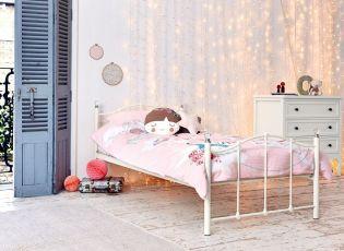 Praktikus pótágyas gyerekszobai ágyak és színes Mamas and Papas ágyneműk