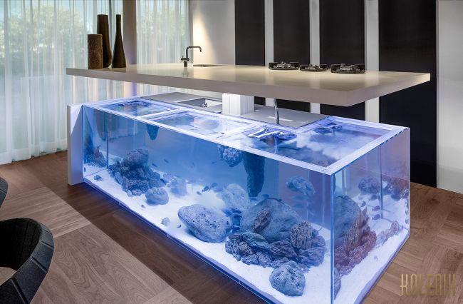 Konyhaszigetbe épített akvárium Kolenik