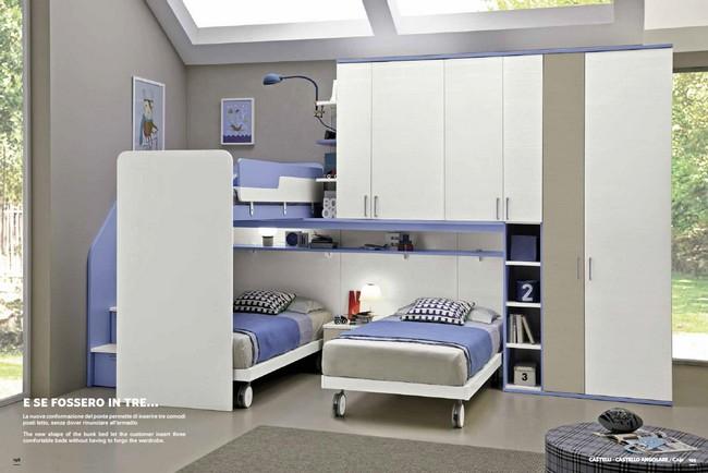 Modern fehér és kék gyerekszobai bútor kombináció
