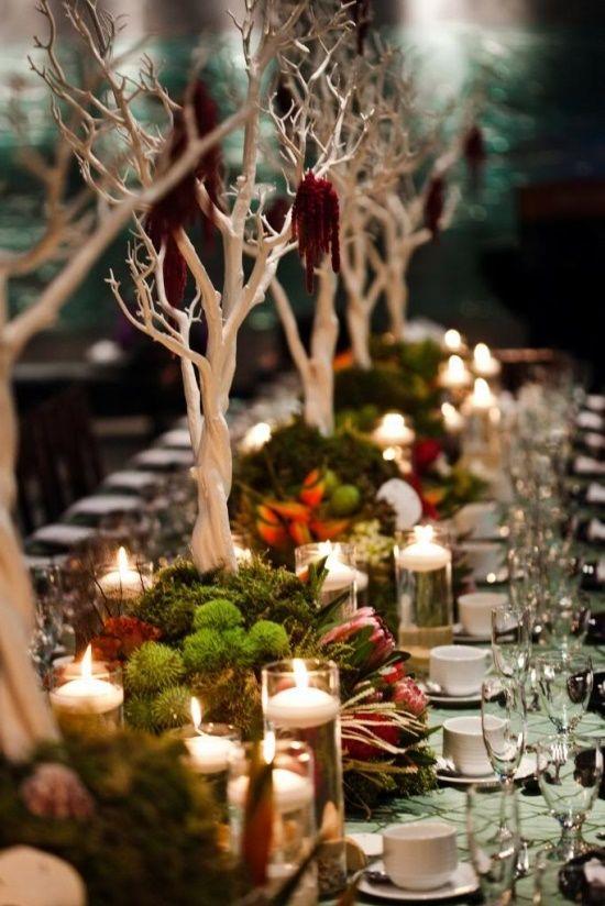 Színes őszi asztaldekoráció gyertyákkal