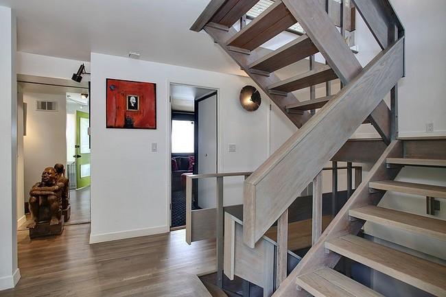 Modern fa beltéri lépcső