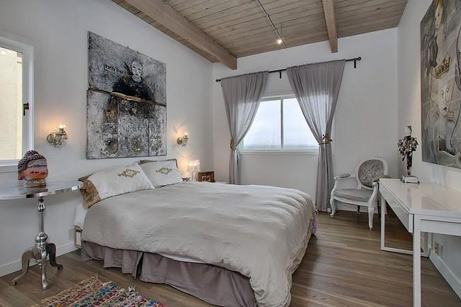Taupe hálószoba modern festménnyel