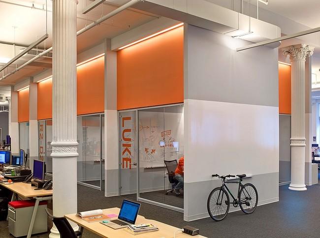 Kerékpár tároló az irodában
