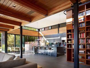 Organikus lakberendezés üvegfalakkal, beton és fa egységével Chicagóból
