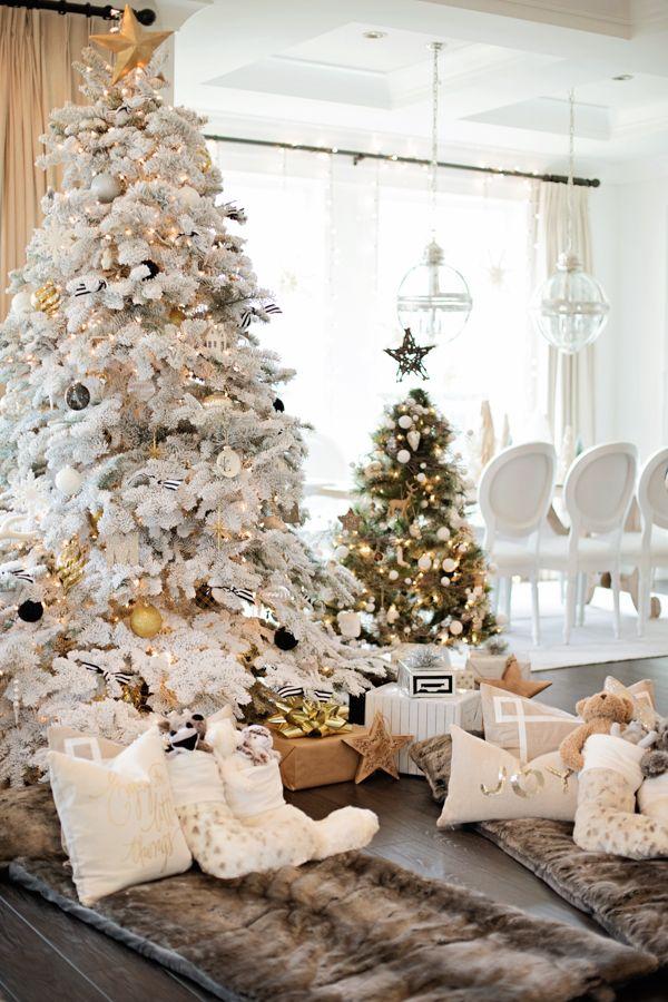 Fehér karácsonyfa díszítési ötlet
