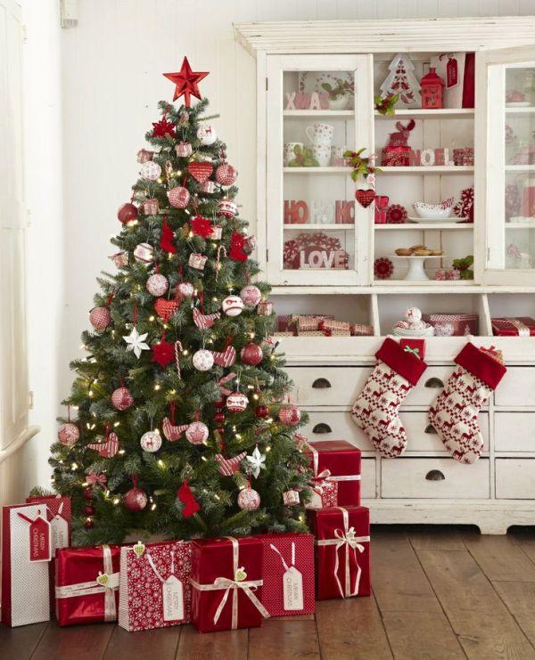 Kar csonyfa d sz t si tletek feh rrel ez sttel s pirossal - Weihnachtsdeko landhausstil aussen ...