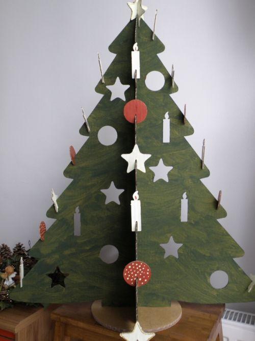 Zöldre festett karton karácsonyfa