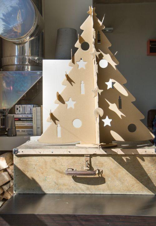Magyar tervezésű karton karácsonyfa