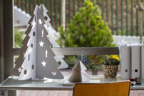 Fehér karton asztali karácsonyfa