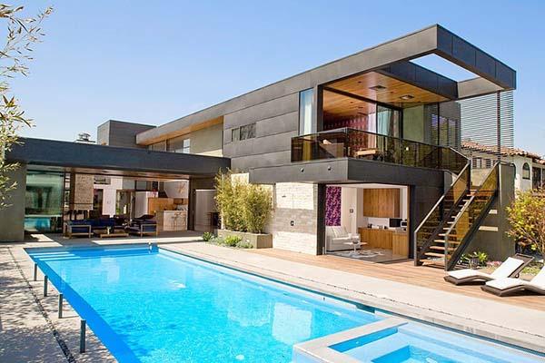Kaliforniai ház medencével