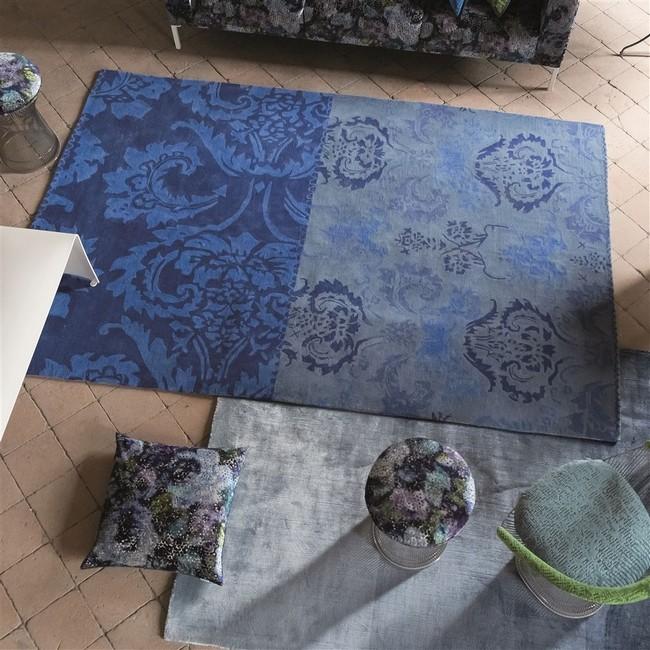Barokk mintás kék szőnyeg
