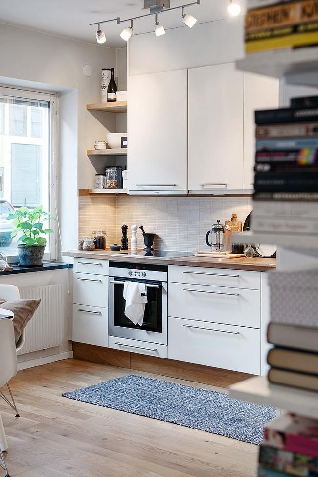 Fehér konyhabútor beépített sütővel