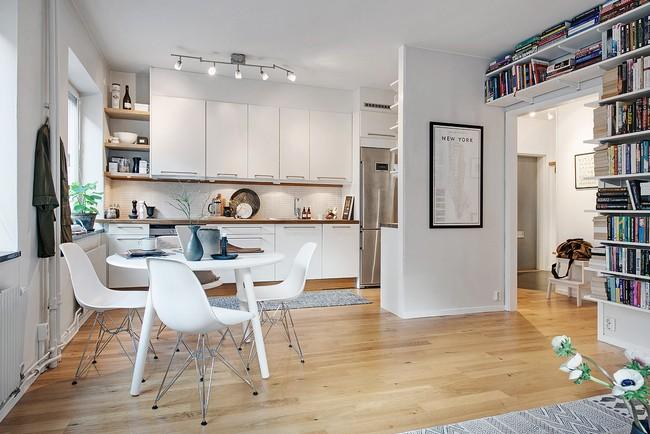 Fehér konyhabútor Eames székekkel