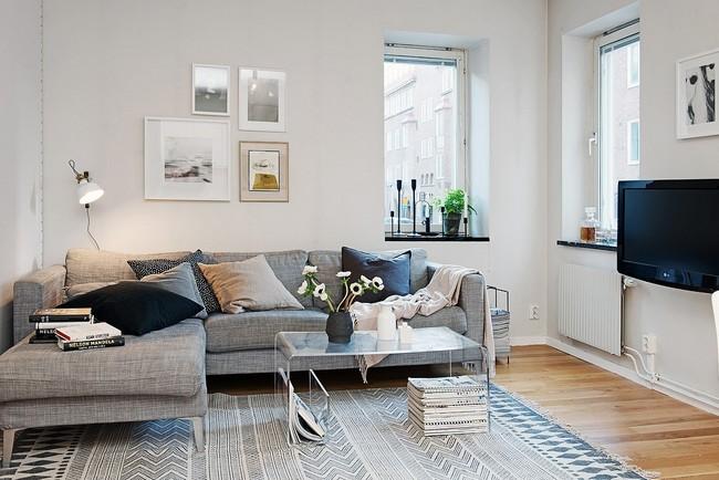 Világosszürke kanapé zsákszövettel