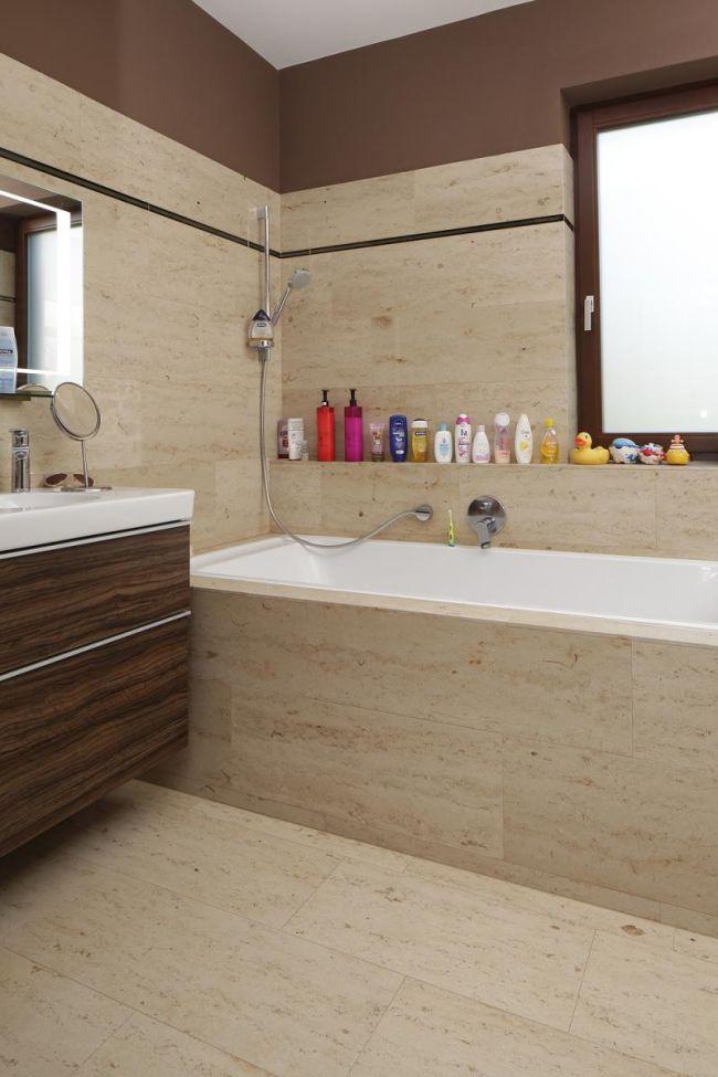 Beépített fürdőkád mészkő lapok