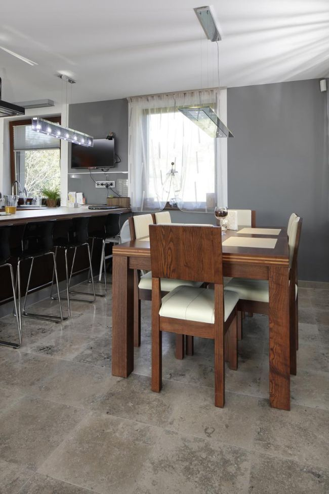Modern étkező szürke bézs, krémszínű padlóburkolattal