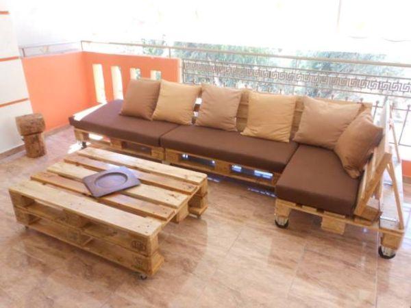 Raklap kerti bútor párnákkal