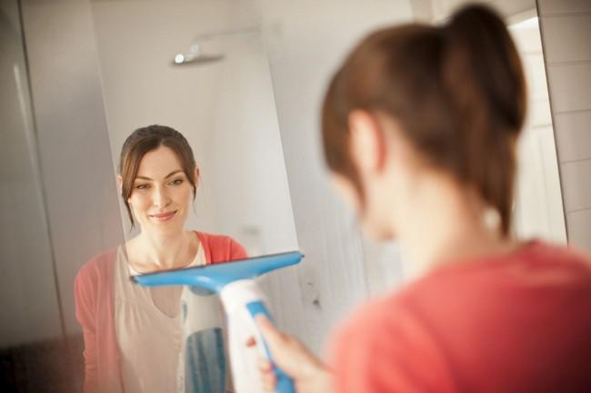 Russell Hobbs Clean&Clear Pro ablaktisztító fürdőszobai felületekre
