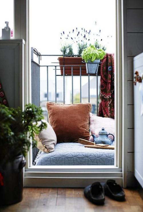 Kis párna erkélyre növénytartókkal