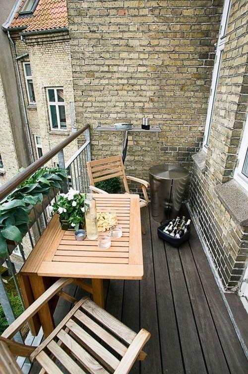 Kinyitható asztal erkélyre