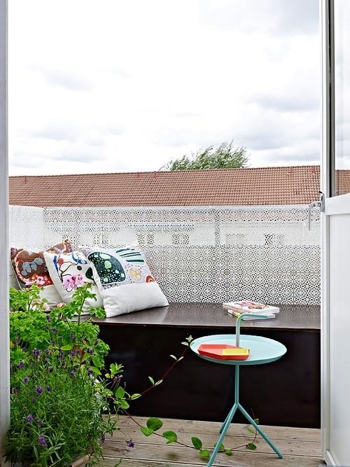 Hozdozható kávézóasztal kis erkélyre
